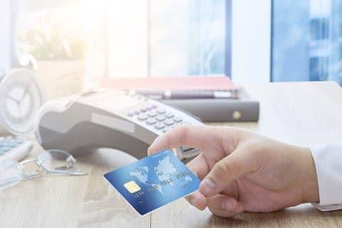 クレジットカードのキャッシングも18%の金利が多い